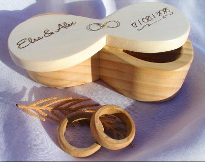 porta anillos boda infinito https://www.etsy.com/shop/madeMadera